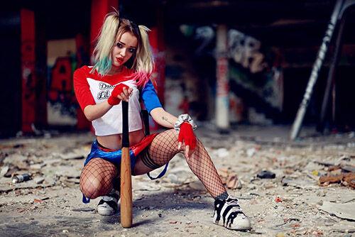 (C) Chema Photo @ Unsplash.com / Harley Quinn Cosplay - Model Gala Aguila / Zum Vergrößern auf das Bild klicken