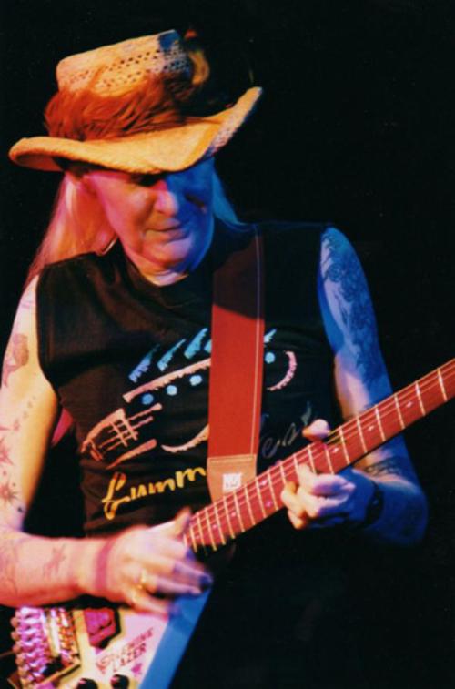 (C) www.johnnywinter.com / JOHNNY WINTER / Zum Vergrößern auf das Bild klicken