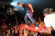 Crowdsurfing @ DWARF8 Surf Worldcup 2009 (c) DMG Michael Gruber / Zum Vergrößern auf das Bild klicken