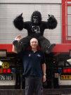 der Gorilla in Action (c) massivemoves.com / Zum Vergrößern auf das Bild klicken